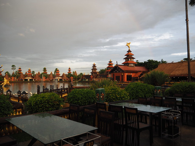 P6243715 Koh Lan Ta Restaurant & Karaoke at Suvarnabhumi thailand bangkok タイ バンコク