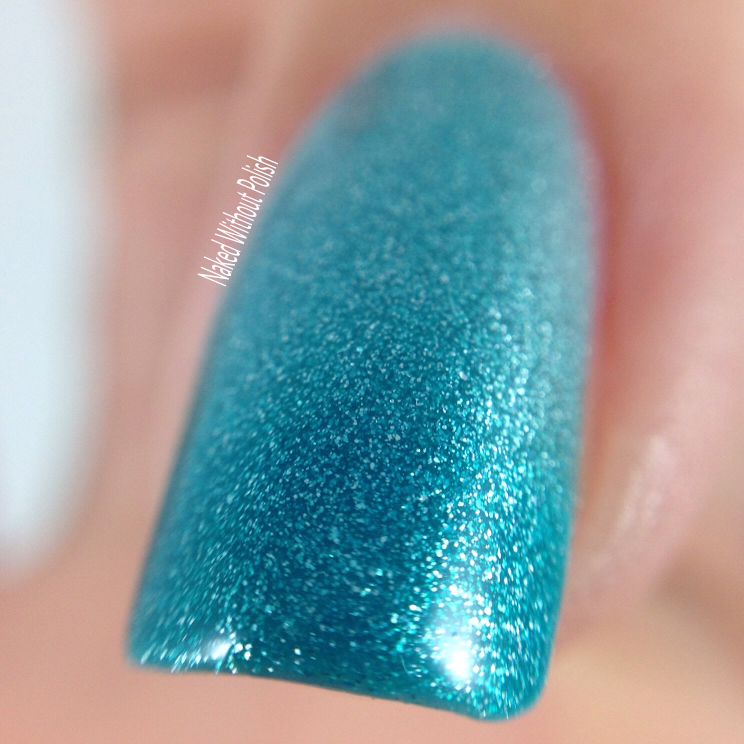 Le-Chat-Nails-Glistening-Waterfall-3