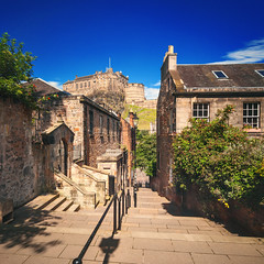 Edinburgh - Castle; Vennel daytime view