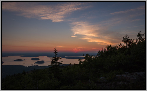 firstlight maine acadia acadianationalpark sun sunrise cadilacmountain mountain nationalpark mtdesertisland sky blue light clouds landscape canon