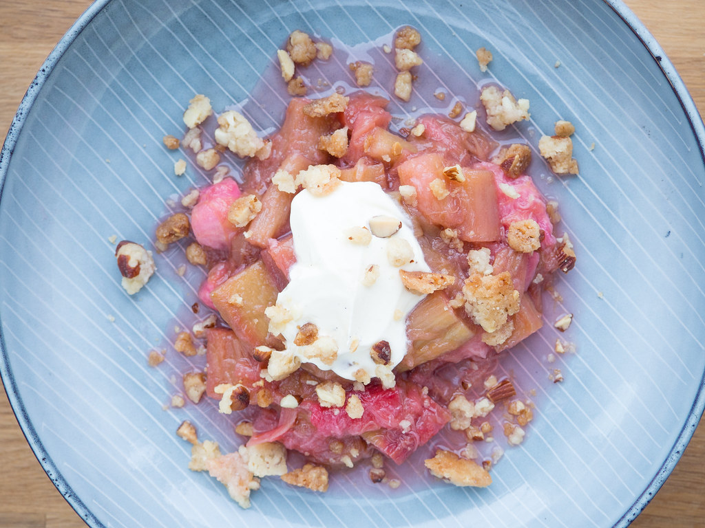 Recipe for homemade roasted rhubarb with almond crumble