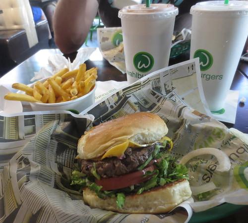 wahlburgers_food