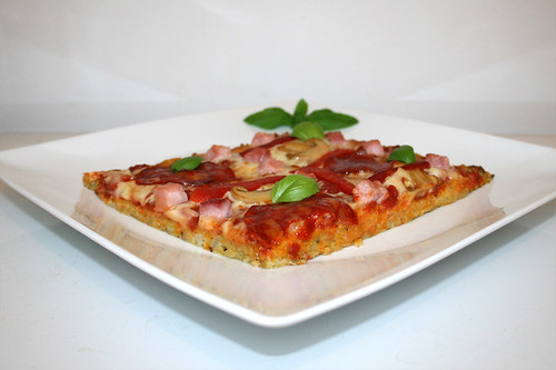57 - Potato pancake pizza - Side view / Reibekuchenpizza - Seitenansicht