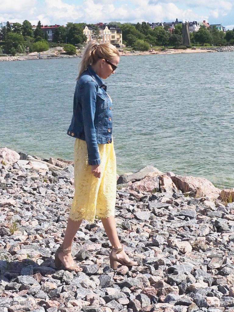 Keltainen pitsimekko Lace V neck Midi dress