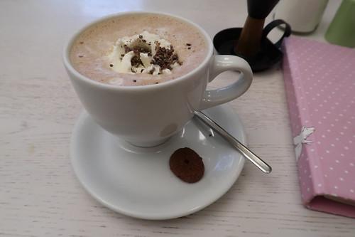 Heiße Bio-Schokolade mit Espresso und Schlagsahne (im Café Glück in Fulda)