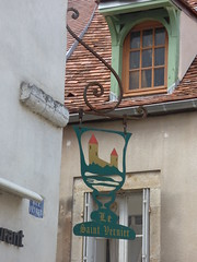 Rue Févret, Semur-en-Auxois - sign - Bistrot - Bar à vin - Le Saint Vernier Restaurant