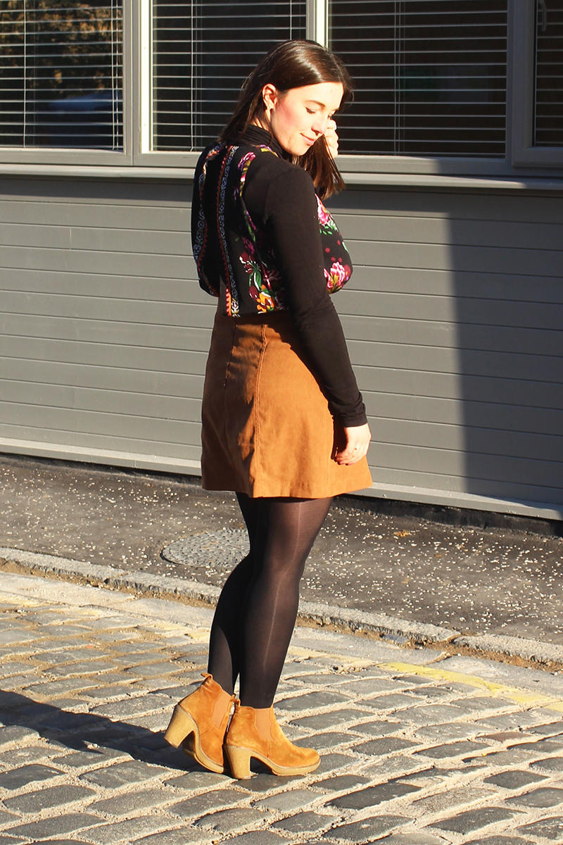 70s inspired fashion suede boots autumn UK blogger