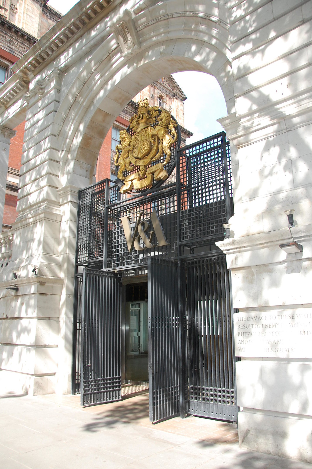 VA-museum-entrance-London