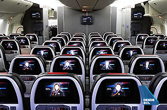 American Airlines Economy Class B777-200ER (RD)