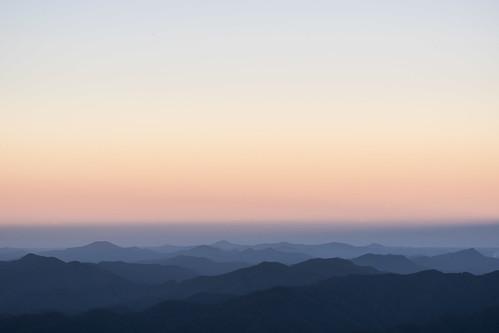 sky sunset goldenhour colour mountains hills landscape pointlookout newenglandnationalpark newengland ebor armidale newsouthwales nsw australia minimalism minimalist nikond750 tamron90mmmacrovcusm tripod