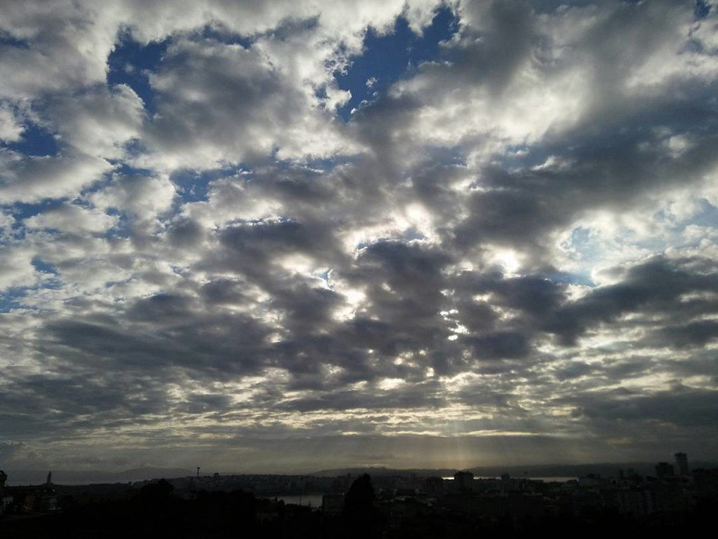 Nubes de mañana. Morning clouds. #nubes #Coruña #photography #phonephoto #sinfiltros #nofilter