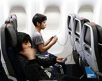 American Airlines B777-200ER María Ayuda 2 (RD)