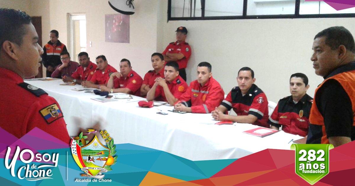 Miembros del Cuerpo de Bomberos de Chone fortalecen capacidades operativas