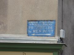 Rue du Rempart, Semur-en-Auxois - road sign - Promenade du Rempart