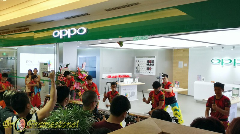 OPPO Flagship Store at Suria KLCC