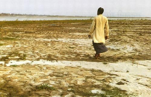 मुंगेर के नारायण सैनी बताते हैं कि एक समय गंगा में 30 से 40 हाथ पानी था, जो अब आठ-दस हाथ ही रह गया है। नदी के बीच में बने इस टापू पर खेती की कोशिश हो रही है