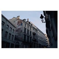 Bruxelles . #xpro2 #fujixpro2 #fujifeed #fujifilm #fujilove #myfujilove #fujifilm_xseries #fujifilmusa #fujifilmnordic #fujifilmme #fujifilm_uk #twitter #xf23mm #mural #streetscene #streetphotography