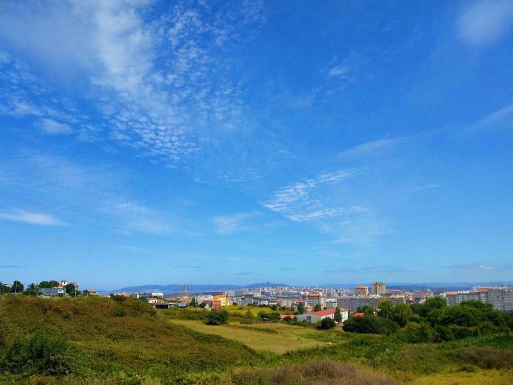 El cielo de Coruña este mediodía. #coruña #cielo #photography #phonephoto #nubes