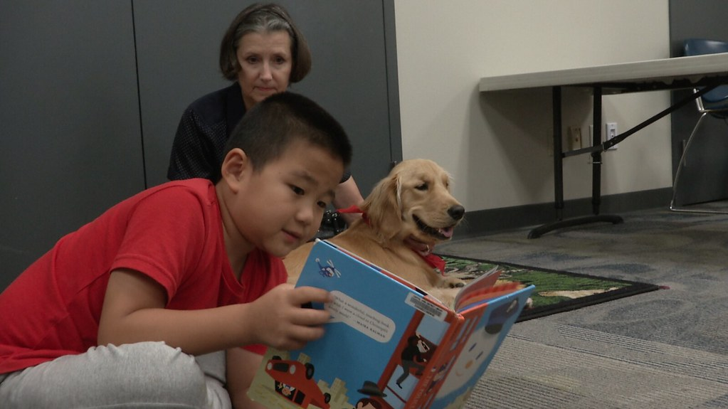 Okemos Library Hosts Kids Reading to Dogs Event