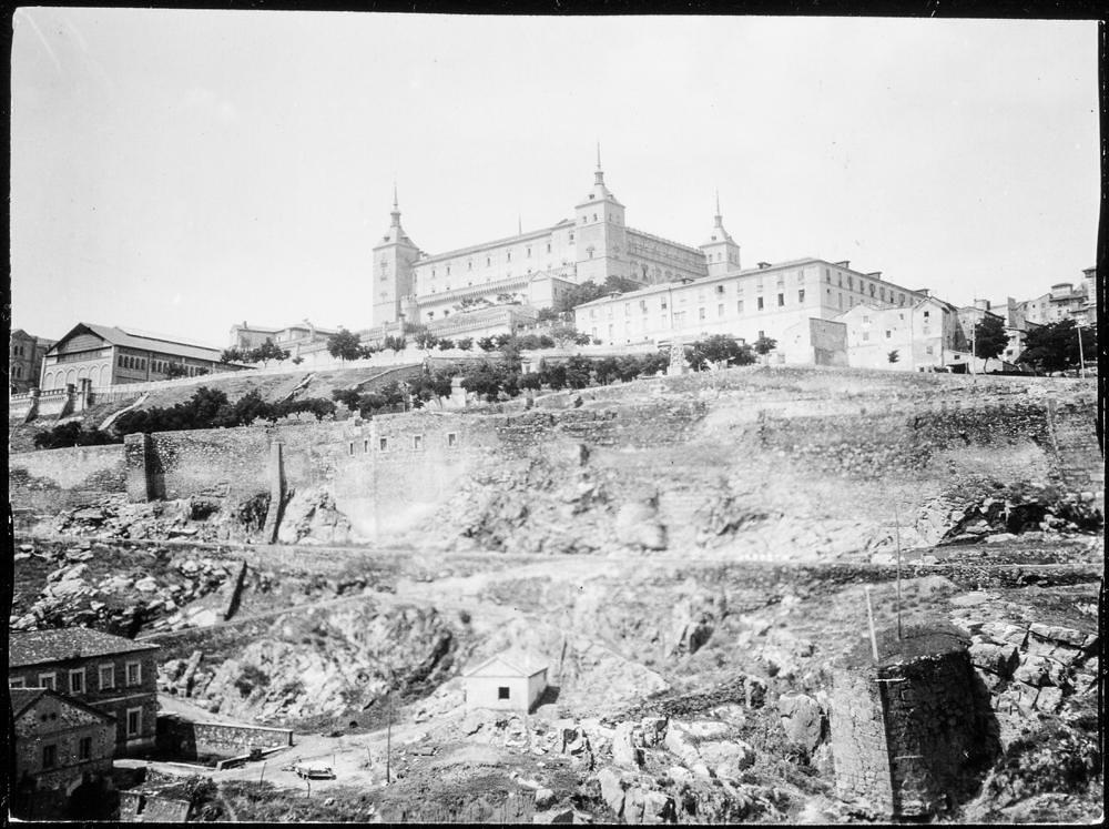 Vista del Alcázar y el Paseo del Carmen hacia 1906. Fotografía de Charles Fournier © Fototeca del IPCE, MECD. Signatura MOR-006_P