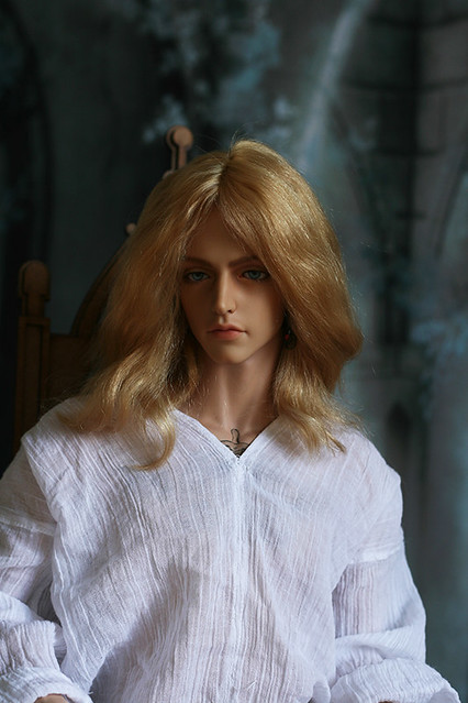 Golden blond wig for Iplehouse EID man