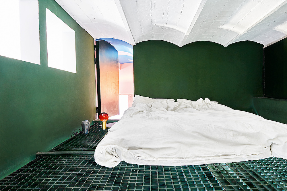 la_casa_laberintica_y_novecentista_de_guillermo_santoma_en_barcelona_258178991_1800x1200