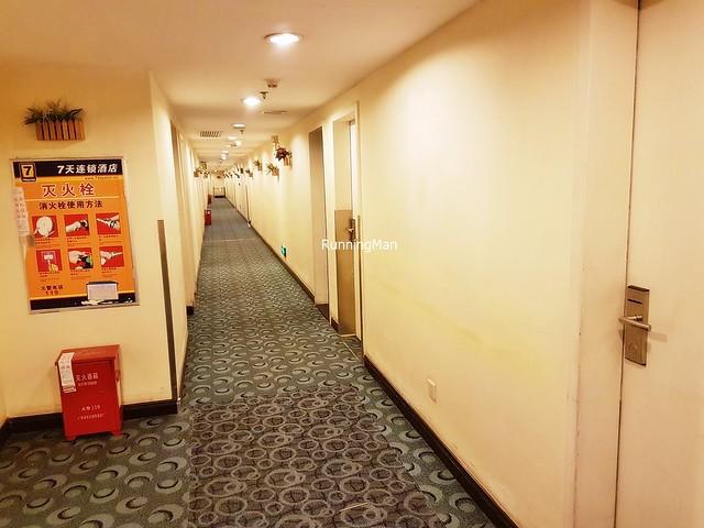 7 Days Inn 08 - Corridor