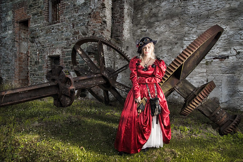 cosplay steam punk dress red satin hat cogs industrial silk gun sifi grass old mill wexford