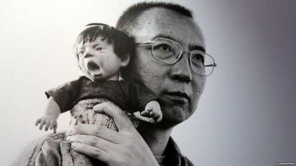 刘霞作品之一的刘晓波与玩偶