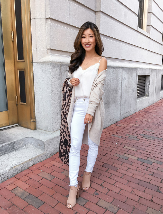 how to style white jeans for fall outfits