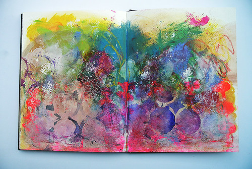 More-messy-backgrounds-in-my-art-journal2