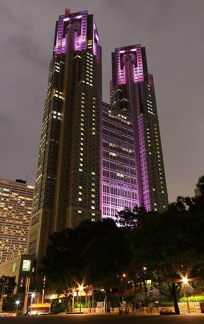 Tokyo_Metropolitan_Government_Building_No.1_-_Pink_ribbon_3