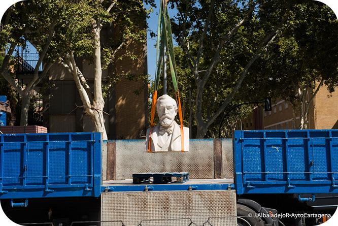 El busto restaurado de Jiménez de la Espada luce frente al Instituto al que da nombre