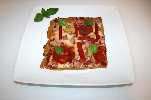 56 - Potato pancake pizza - Served / Reibekuchenpizza - Serviert