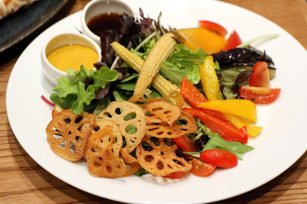 Salad with crispy lotus root