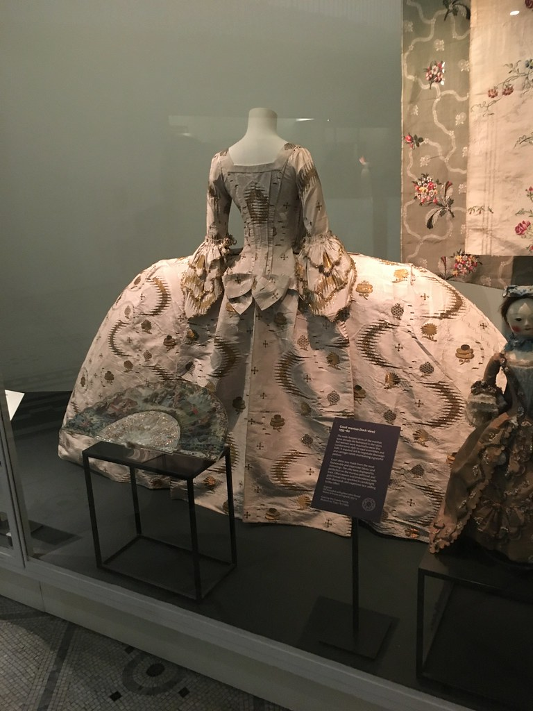 London - V&A dress