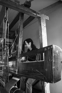 Trabajando en el telar