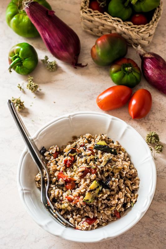 Insalata di farro con verdure grigliate