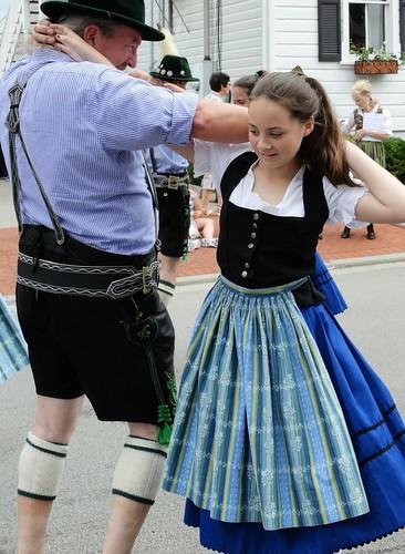 Tanzen mit ihrem Großvater