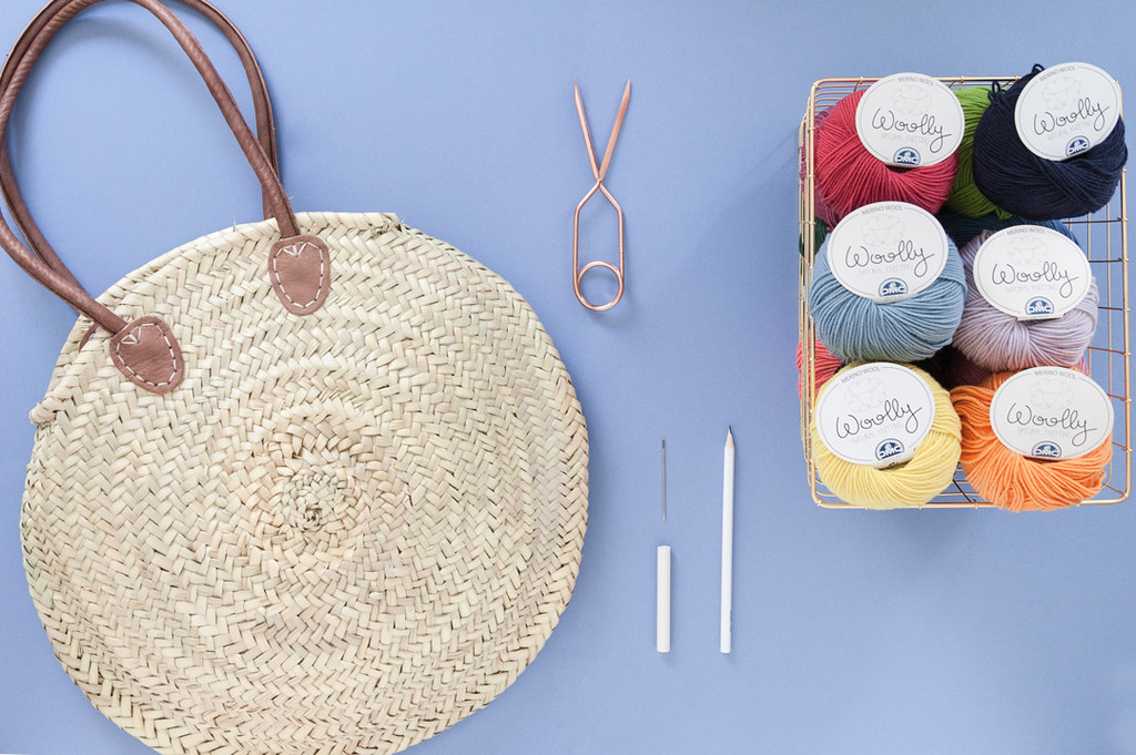 DIY Capazo redondo de rafia bordado · DIY Embroidered Round wicker basket bag · Fábrica de Imaginación · Tutorial in Spanish