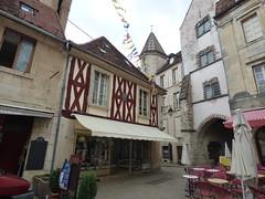 Rue Buffon, Semur-en-Auxois - Porte Sauvigny - shoe shop
