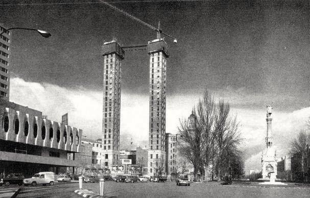 Las Torres de Colón en construcción a finales de los años 60.