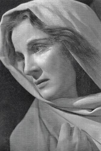 Diana Wynyard as Lady MacBeth