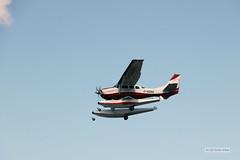 A float plane Cessna 206 (C-GGSG)
