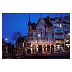 Blue nights, Bruxelles . #xpro2 #fujixpro2 #fujifeed #fujifilm #fujilove #myfujilove #fujifilm_xseries #fujifilmusa #fujifilmnordic #fujifilmme #fujifilm_uk #twitter #xf23mm #blue #night #streetscene #streetphotography #brussels #bruxelles #belgium