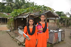 "I love the title that just arrived with this photo from Bangladesh !   ""No early marriage but school"" (7-'17)"