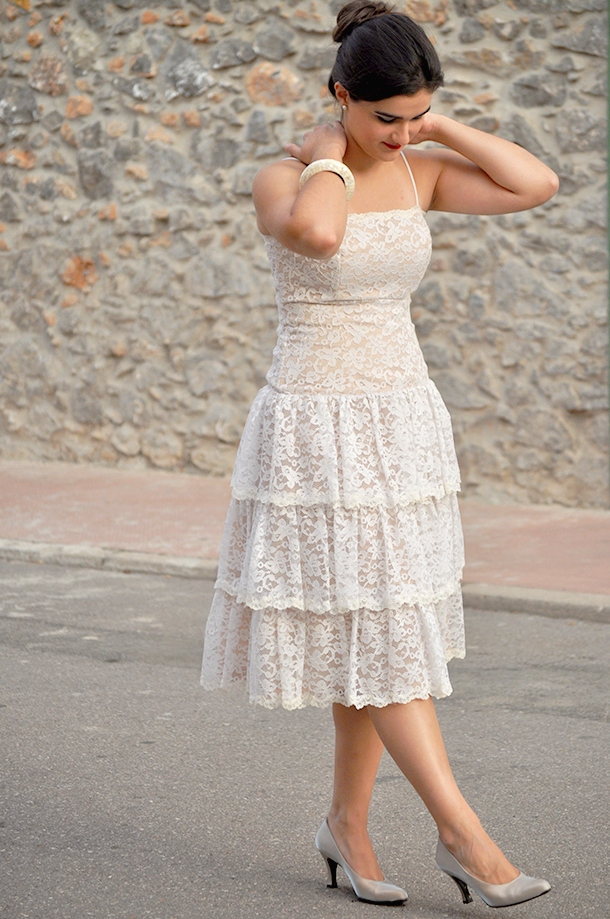 lace vintage dress outfit how to wear elegant streestyle party prom dress, somethingfashion valencia spain españa blogger moda fashionblog, new york thrift store