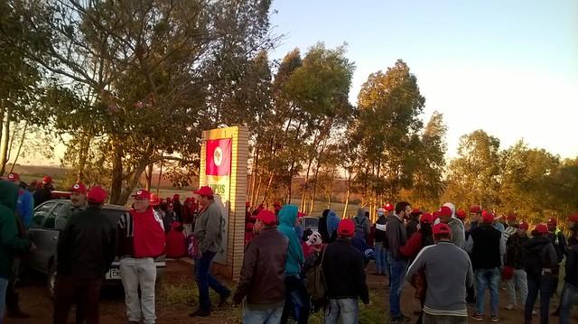 Famílias sem-terra ocupam área declarada improdutiva no Noroeste do Paraná