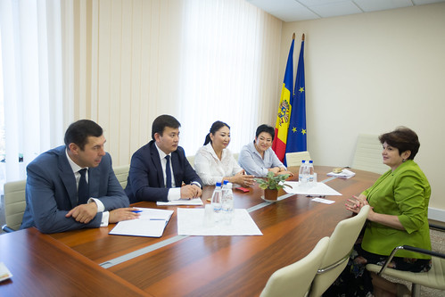 02.08.2017 Întrevederea președintei Comisiei protecție socială, sănătate și familie cu membrii delegației din Republica Kârgâstan