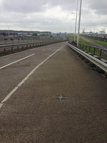 Motorway off-ramp converted into bicycle path, Rotterdam